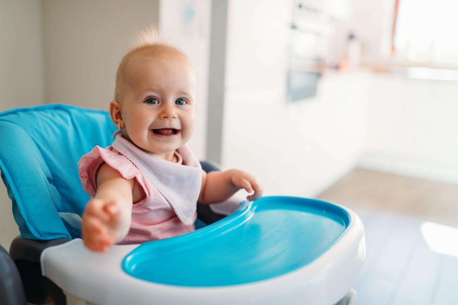 Почему ребенок срыгивает после кормления и как это может ему навредить
