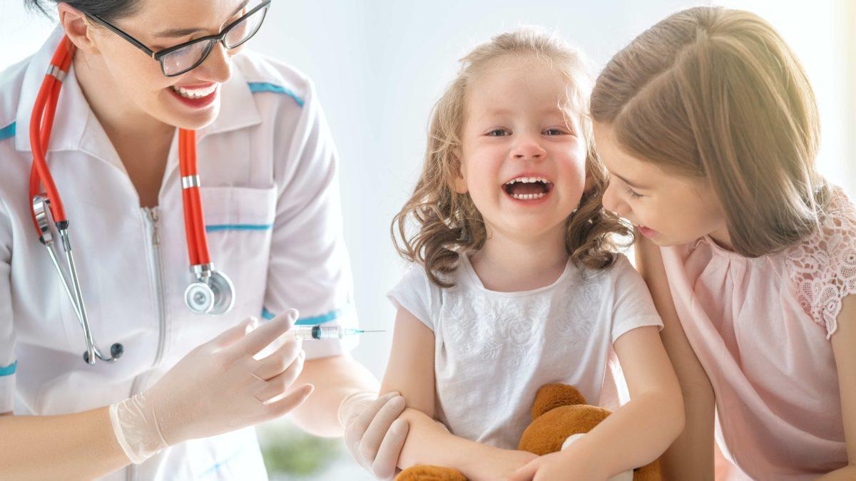 Прививки: делать или нет?