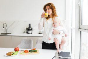 Кормящая мама-вегетарианка: хватает ли ей и ребенку необходимых веществ?