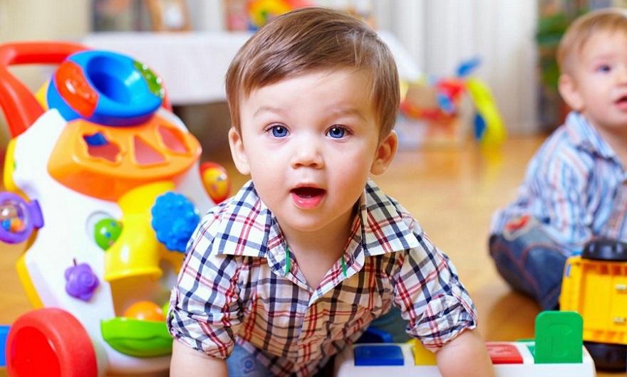 Что ребенок должен уметь в 1 год: основные навыки