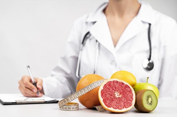 К какому врачу обратиться, чтобы убрать послеродовые растяжки